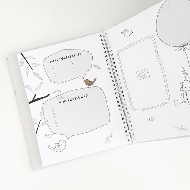A peek inside #babyjournalen which I designed and illustrated for Filiokus Media earlier this year. The perfect new baby book to gather milestones and all the cuteness of the baby's first year. #babybook #babyjournal #førsteår #milestones #baby #illustrator #designer #artist #melohberry