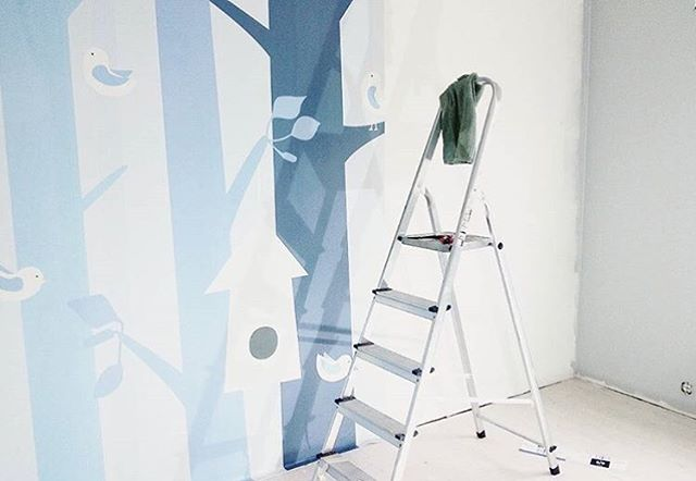 A little one's room in the making in the home of @charlottesandal. I cannot begin to explain how honored and grateful I am to see you choose my design to be a part of your home and your life. Thank you so much for sharing!❤️☺️🙏🏻🙌🏻 #snedesign #wallmural #walldecor #walldecoration#scandinavian #scandi #scandinaviandesign #nurserydecor #nursery #kidsroom #børneværelse #barnrum #barnerom #chambrebebe #chambreenfant #kinderzimmer @photowall_sweden
