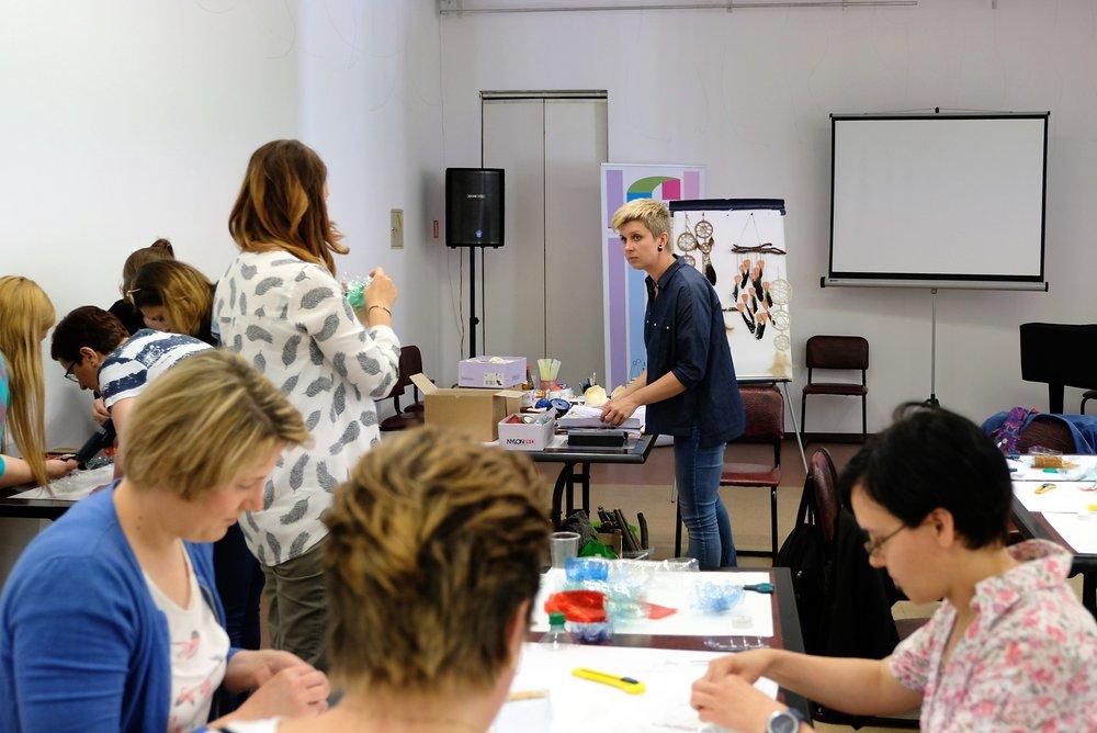 Zabawa w kreatywność – eksperymenty plastyczne, 25 maja 2017, prowadzenie: Magdalena Talmon