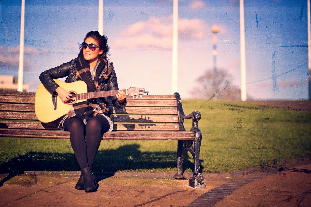 pari-female-wedding-guitarist