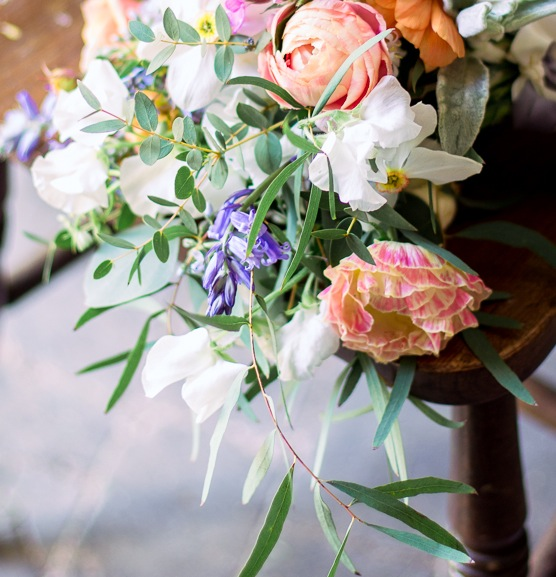 PEACH RANUNCULUS, BLUEBELLS AND SCENTED NARCISSI
