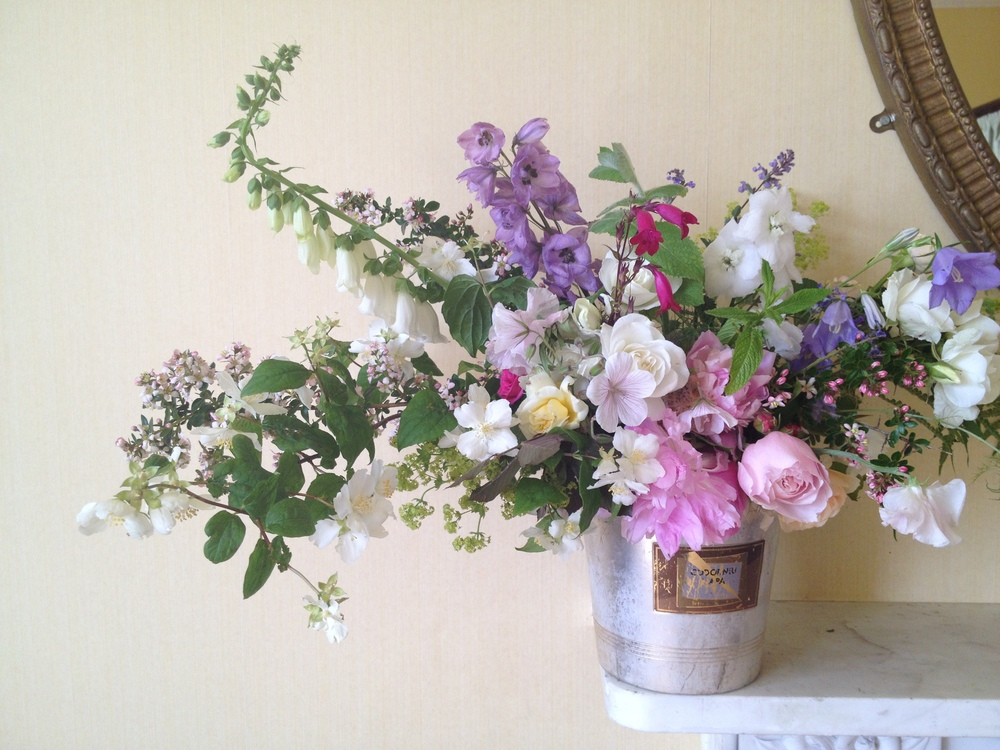 Delhinium, Geranium, Garden roses, Sweet Peas, Lady's Mantle, Campion, Blackcurrent sage, Wild Mint, White foxglove