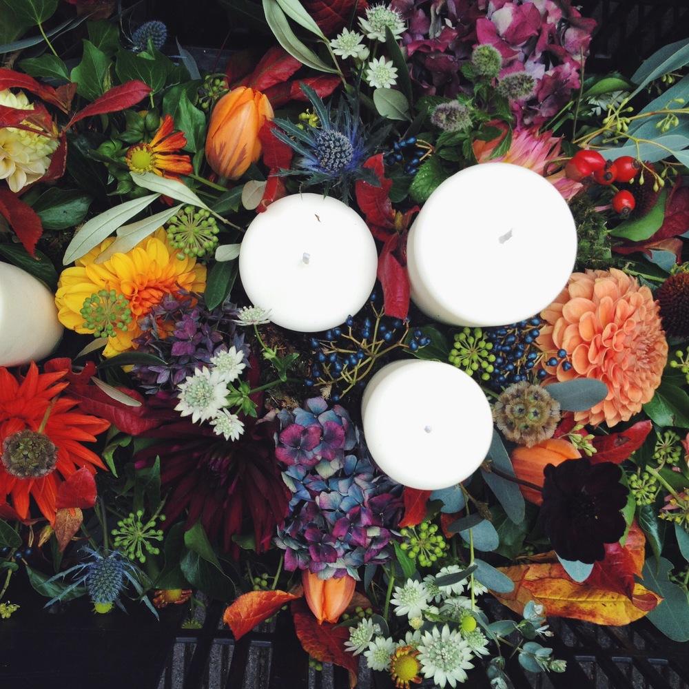 Orange Pom Pom Dahlias, Olive leaf, Astrantia, Stellata Ping Pong, Orange Cactus dahlia, Thistles, Viburnum Berries, Eucalyptus, Autumn leaves, Rosehips, Dried Hydrangeas, Ivy berries