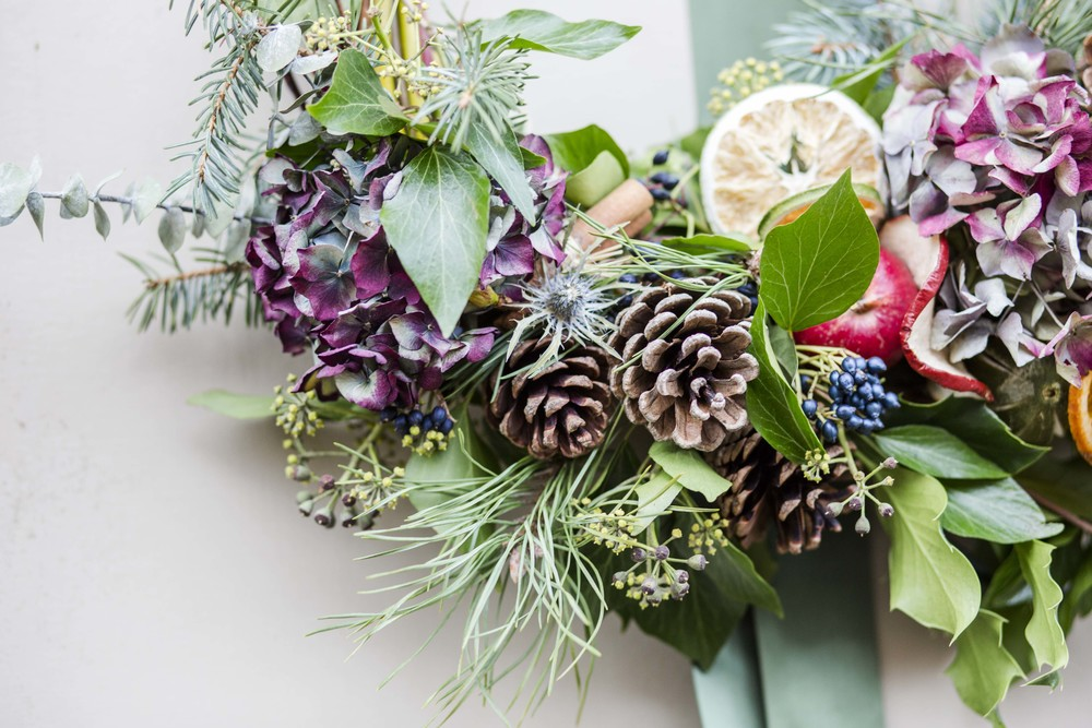 Dried Hydrangea, Scots Pine, Pine cones, Dried fruit, Verbena Berries, Ivy