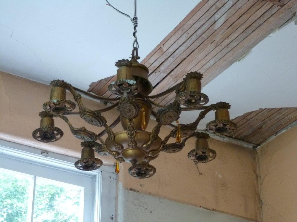 The ceiling light before refinishing