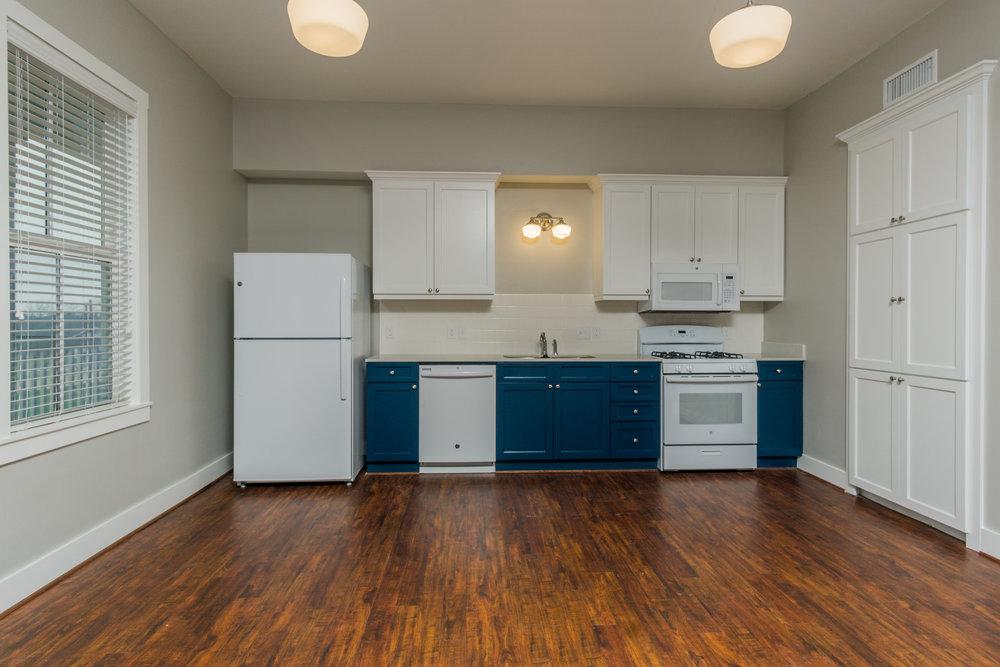 05 kitchen straight.jpg