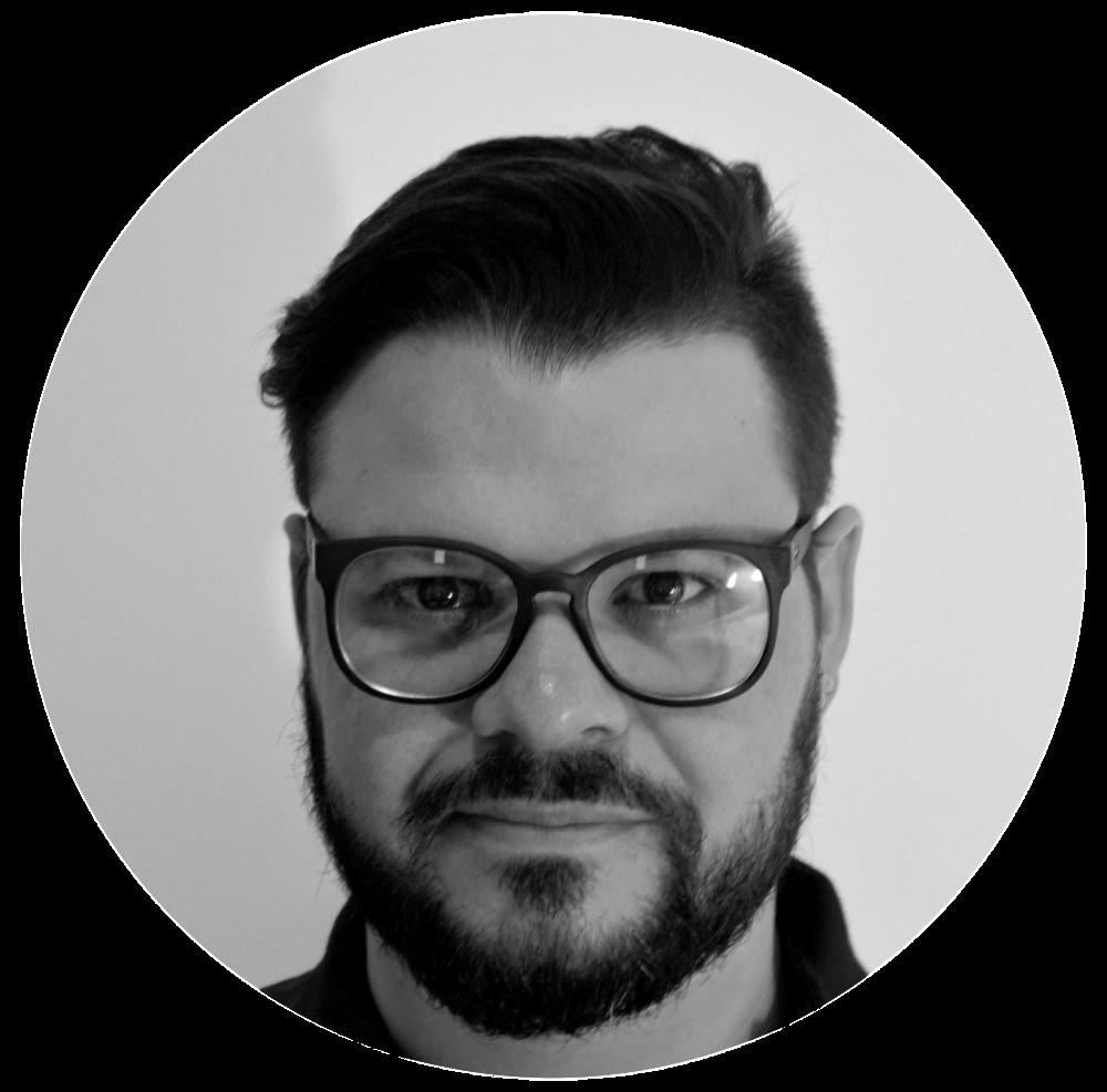 Anderson Araujo Designer há mais de vinte anos, com ampla experiência em design editorial e gráfico. Administrador pela Universidade de Brasília, especializado em Design Instrucional pelo Senac São Paulo, premiado quatro vezes pela SND - Society of Newspaper Design - e medalha de bronze no Maloufiej, o maior prêmio da infografia mundial.
