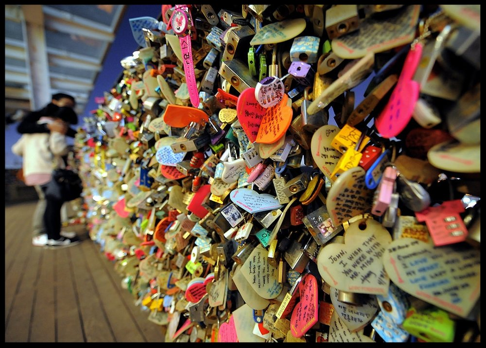 Love-padlocks-N-Seoul-Tower-top-Nam-mountain