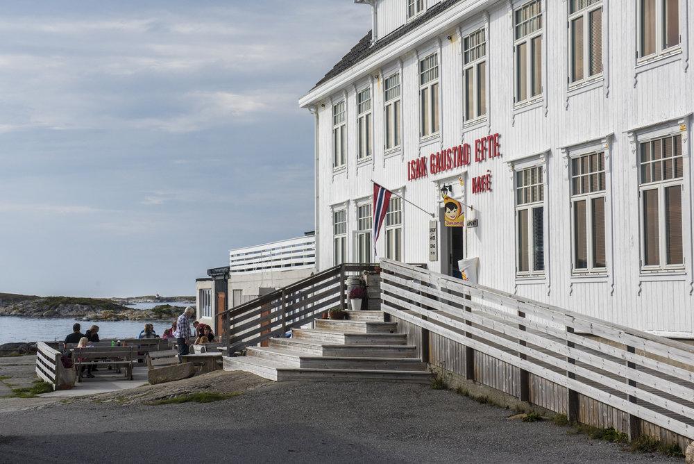 Isak Gaustad Eftf. kafe på Titran, Frøya.