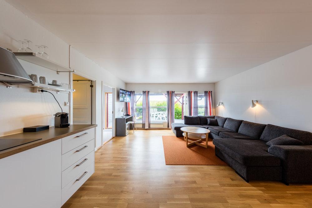 Ditt hotell sentralt i Hitra- og Frøyaregionen. Hotellrom, hytter og leiligheter. Gratis WiFi. Åpen restaurant hver dag. Spennende aktiviteter for grupper og kursdeltakere.
