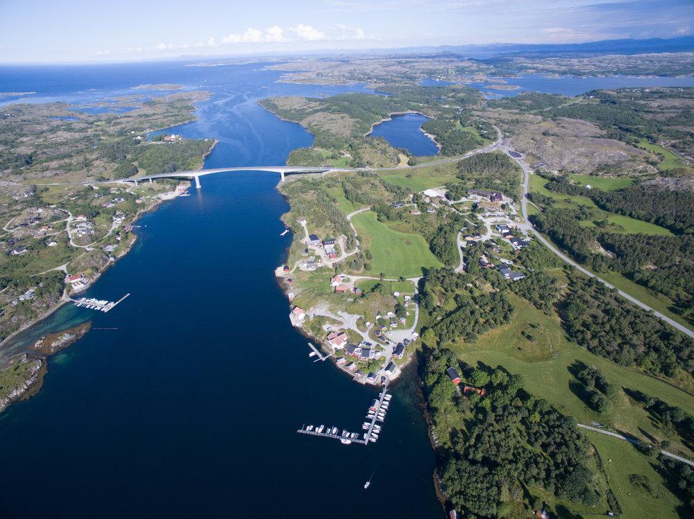 Den nye Dolmsundbrua knytter Hitra og Frøya sammen - samtidig som den gjør Dolmsundet hotell utrolig sentralt i øyregionen Frøya og Hitra!