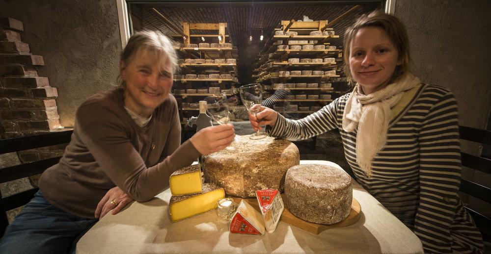 Bodils oster på Hitra gårdsmat. Gården på Helgebostad er vel verdt et besøk! Smakfulle oster fra glade kyr!