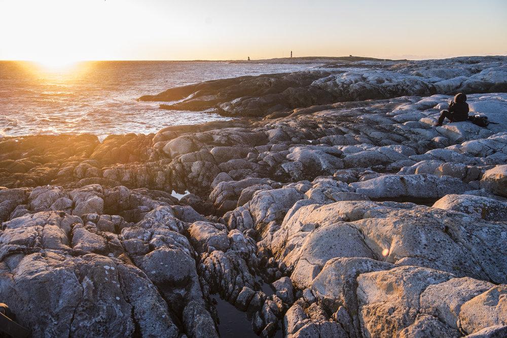 Opplev kreftene fra havet fra land. Her på Stabben/Titran på Frøya. Ta med kamera og gode klær. Foto: Stian Vatn