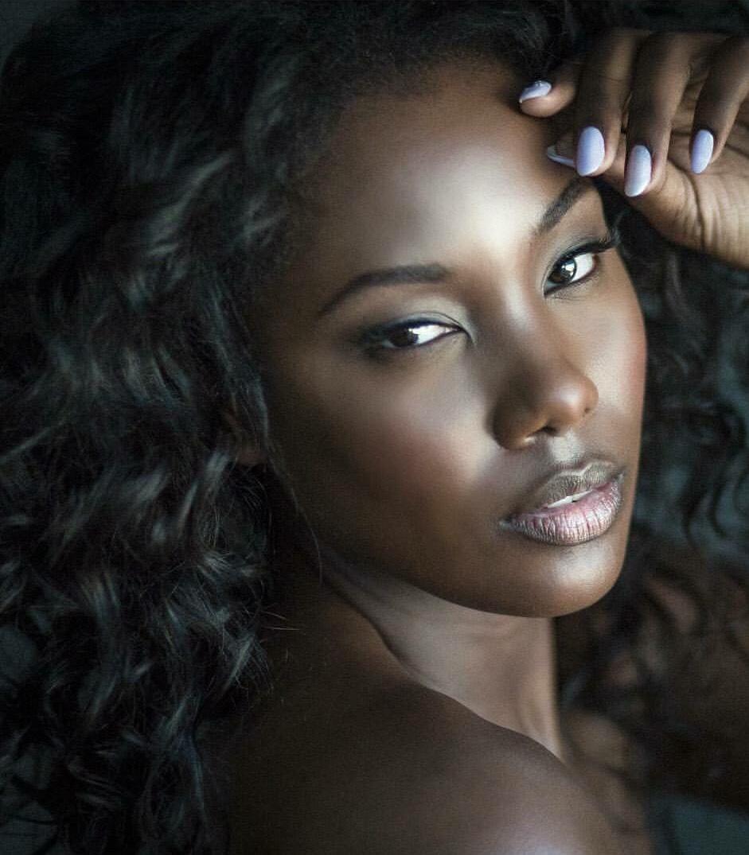 Mia King, 32