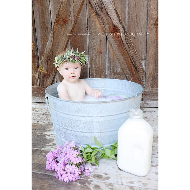 Milk bath with one of my favorite peanut girls!!! Scroll down for her newborns with her gorgeous momma. 🙌🏻 Too much perfection! . . . #michiganphotographer #babyphotography #milkbathphotography #milkbath #michiganfamilyphotographer #michiganfamilyphotography