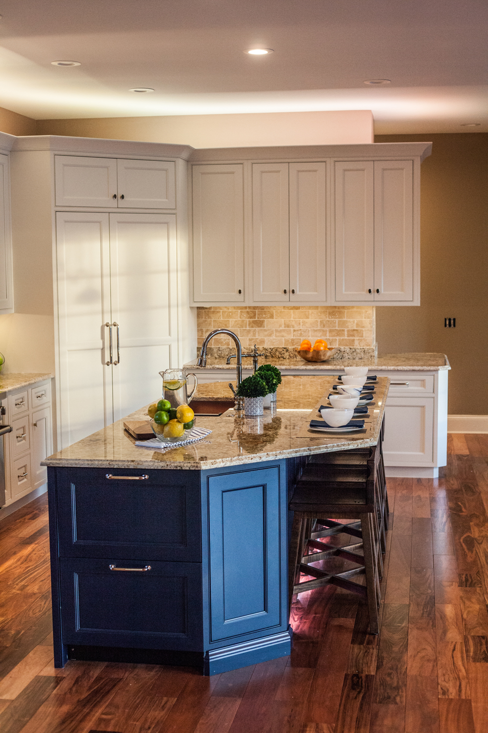 Color or white accent lights used to highlight above cabinets in kitchens or bookshelves.
