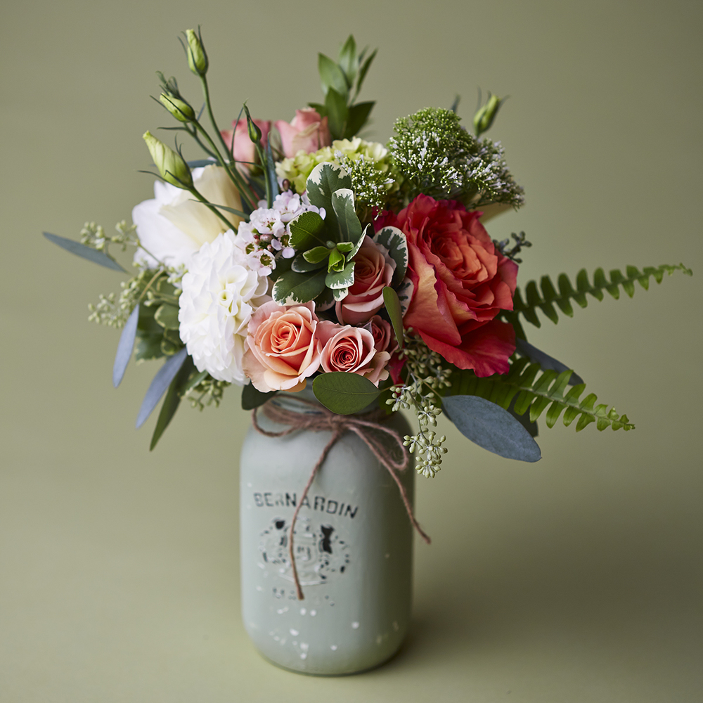 Candied Corals | French vintage-inspired table posy