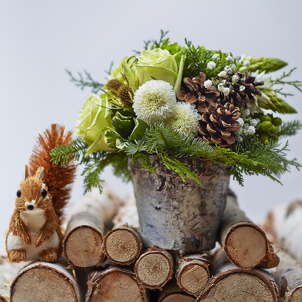 Winter Whites | Holiday centrepiece accompanied by furry friend