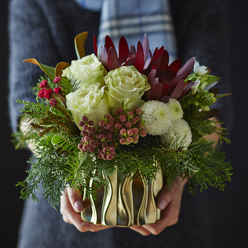 Holiday Golds | Textured holiday table centrepiece
