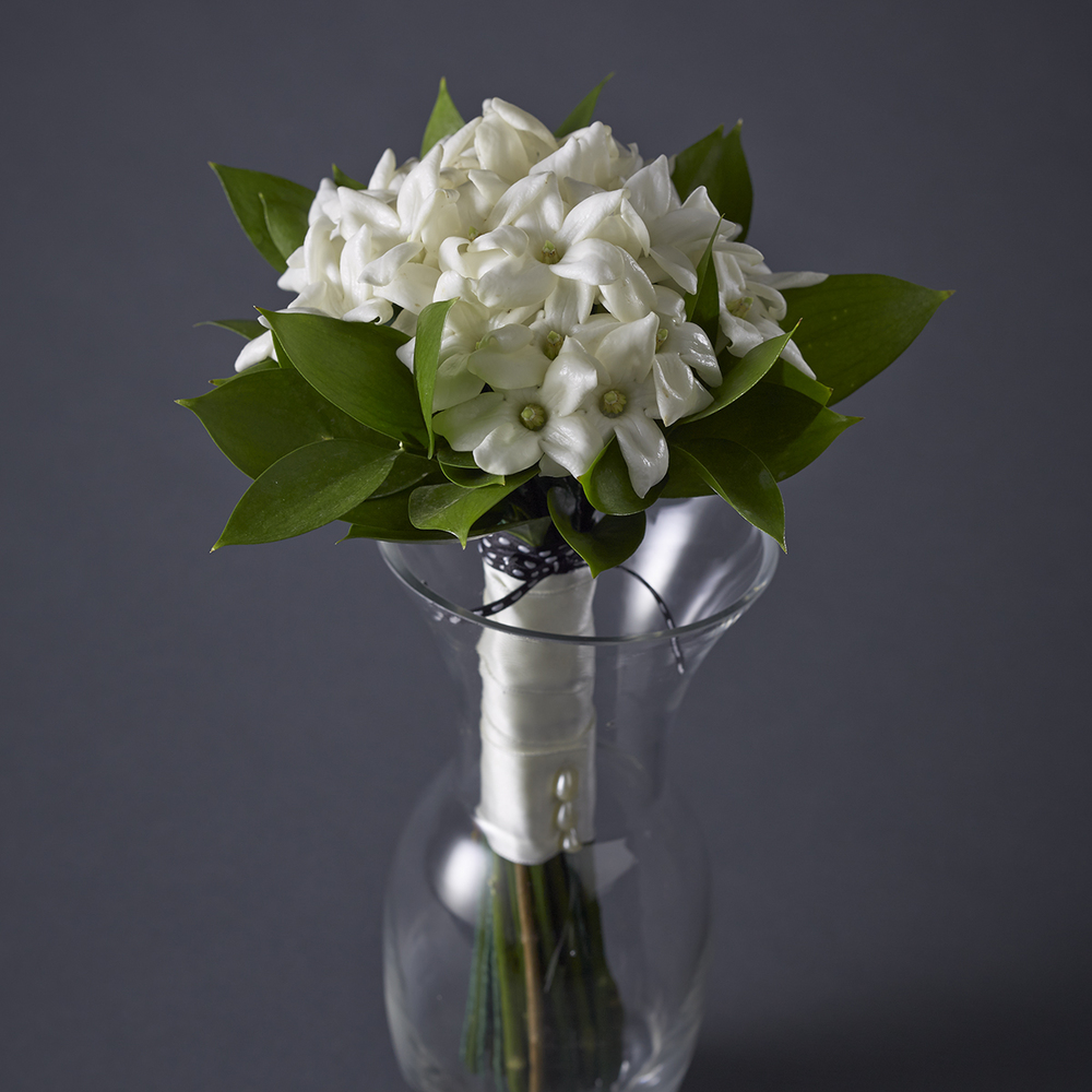Timeless Ivory | Dainty, fragrant stephanotis bouquet