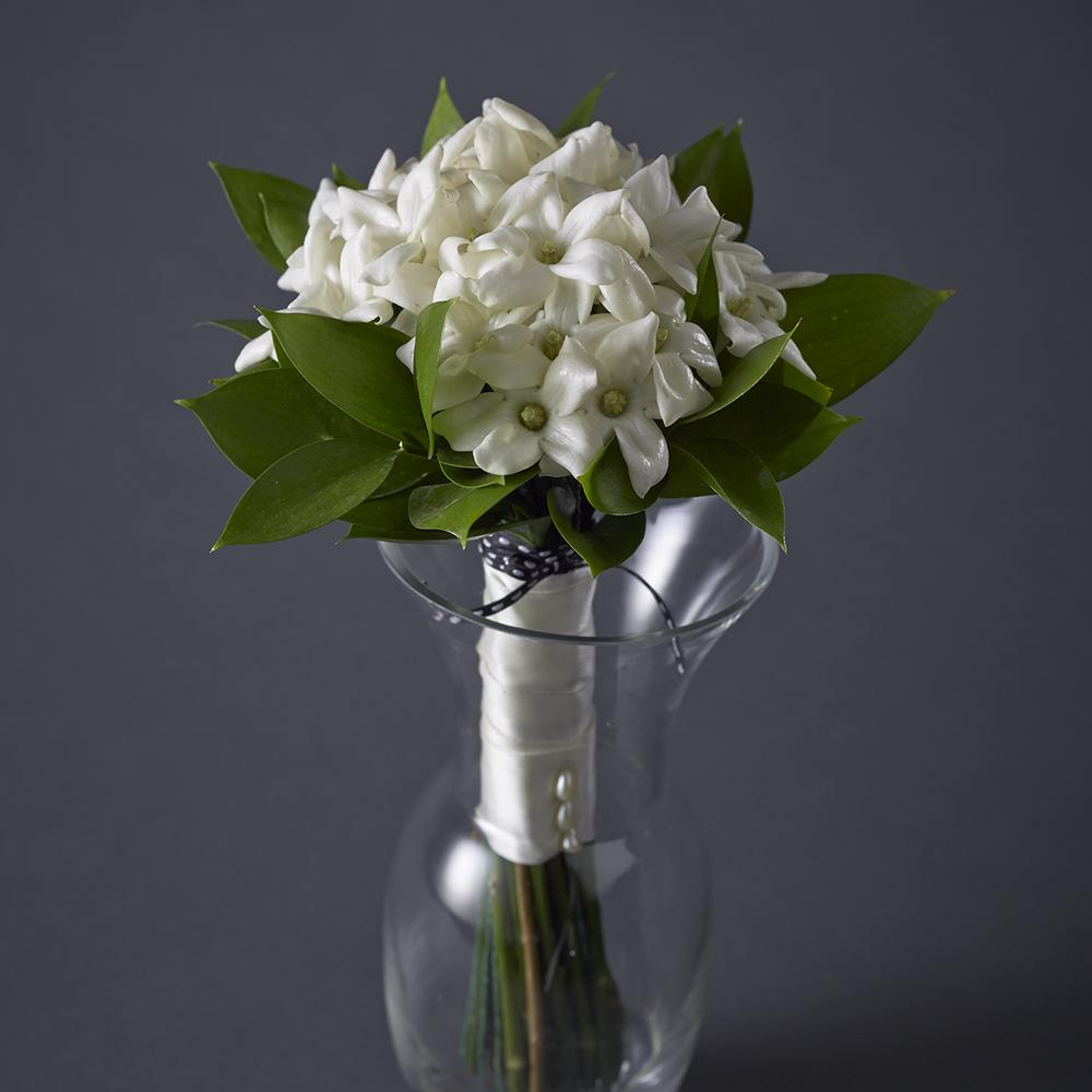 Timeless Ivory | Dainty, fragrant stephanotis bouquet