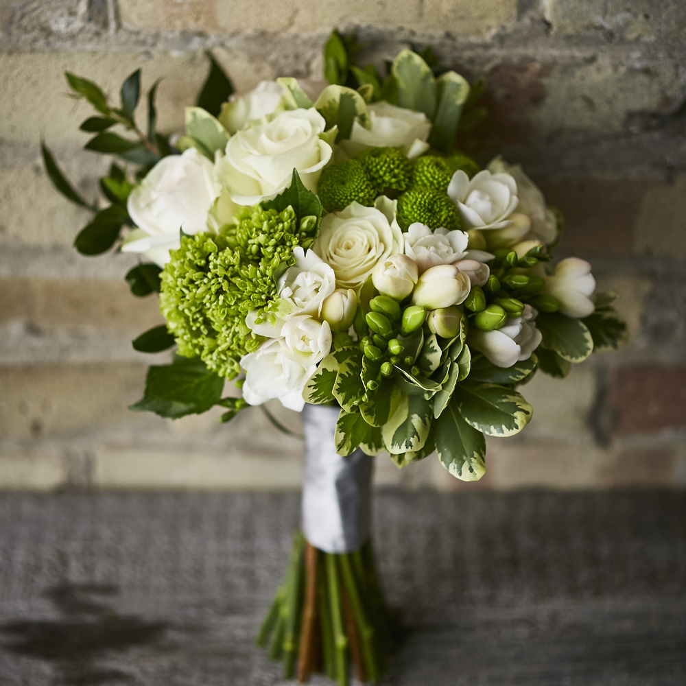 Modern Classic | Fresh white & green bouquet