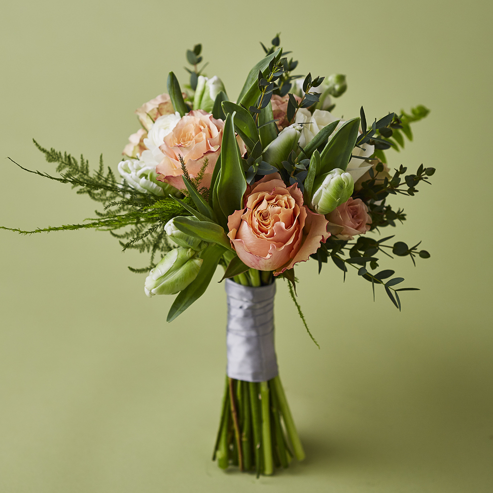 Peaches & Green | Natural garden-style bouquet