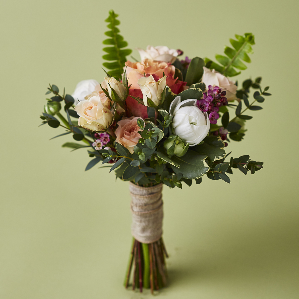 Peaches & Green | Rustic garden-style bouquet