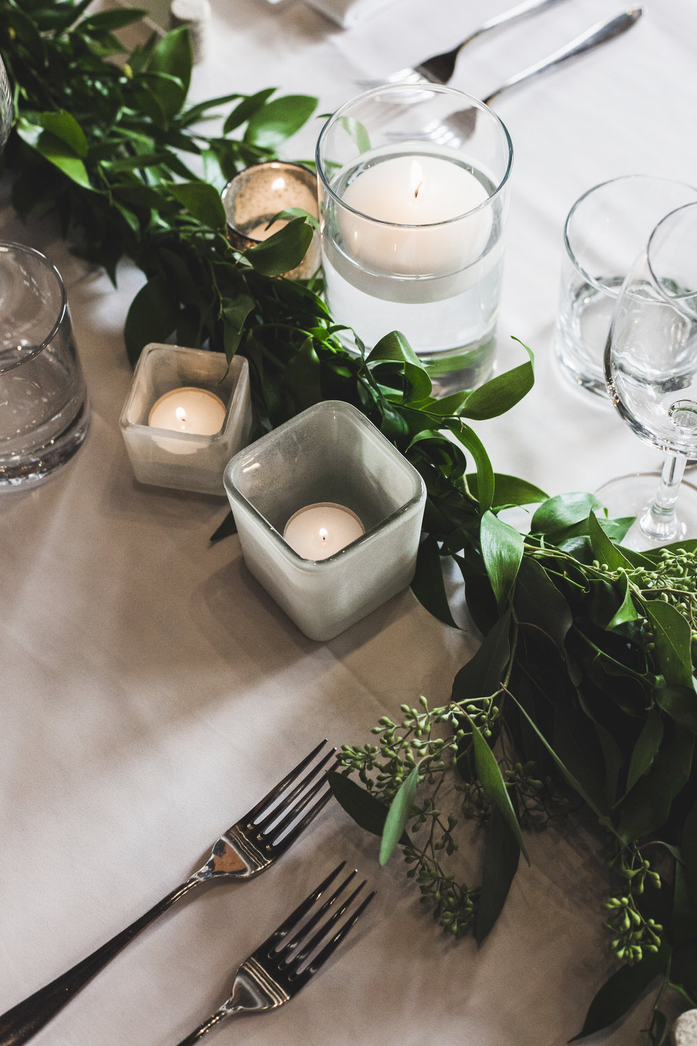 Brittany + Steven | Garland tablescape | Photo: Shlomi Amiga Weddings