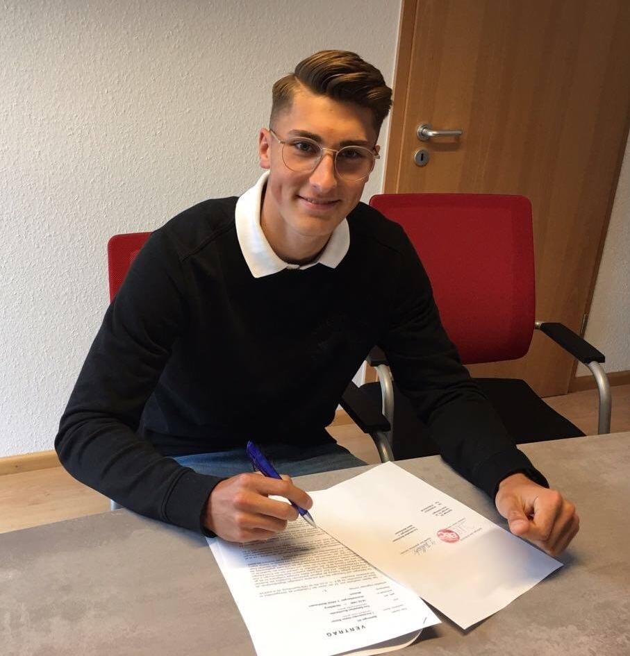 Vertragsunterzeichnung in Bahlingen 05.18.jpg