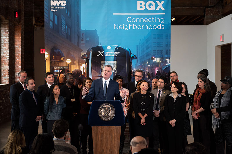 Mayor Bill de Blasio announces the Brooklyn-Queens Connector streetcar service in February 2016 (credit: NYC Mayor's Office)