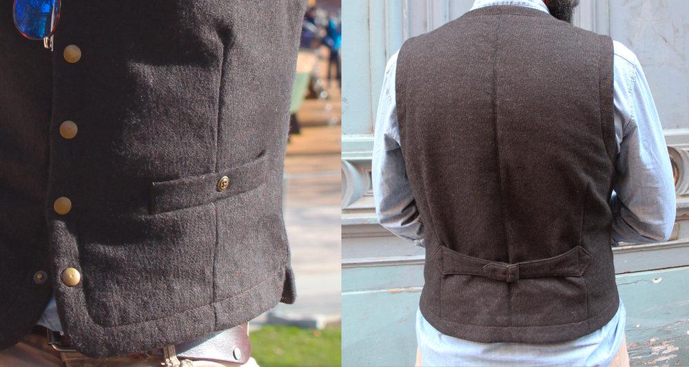 Ce gilet est fait dans un tissu en laine à gros chevrons, au tissage lâche. Il se ferme par des pressions en laiton. Ceinture dos aux allures de martingale.