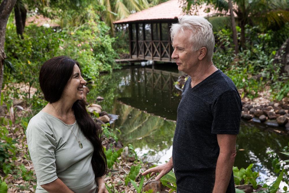 Homa & Mukto no jardim da Osheanic International, Centro de Desenvolvimento Pessoal que fundaram no Ceará em 2007