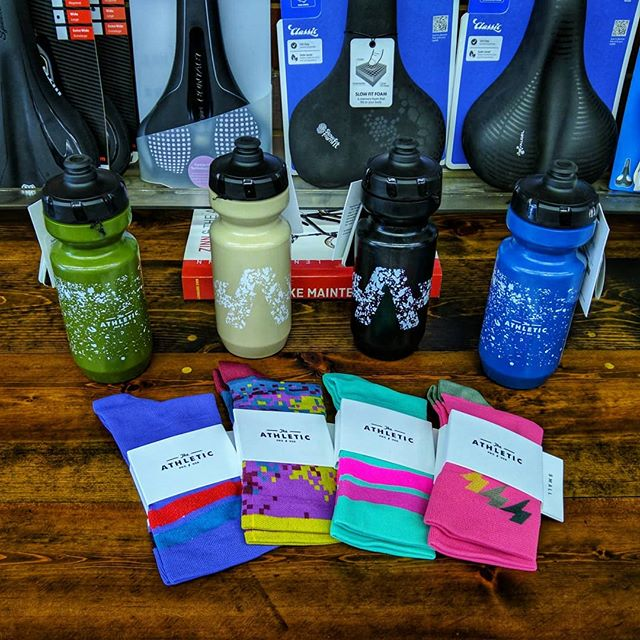 We've got some bright new accessories in stock. Socks and bottles by Portland-based brand The Athletic are bright and colorful, and we've got a good selection to help you color coordinate your kit and your bike! ✨ . . . . . . #cycling #cyclingshots #theathletic #socks #sockdoping #bidon #bright #neon #style #cyclinglife #cyclingkits #specializedpurist #smtx #78666 #bikeaccessories