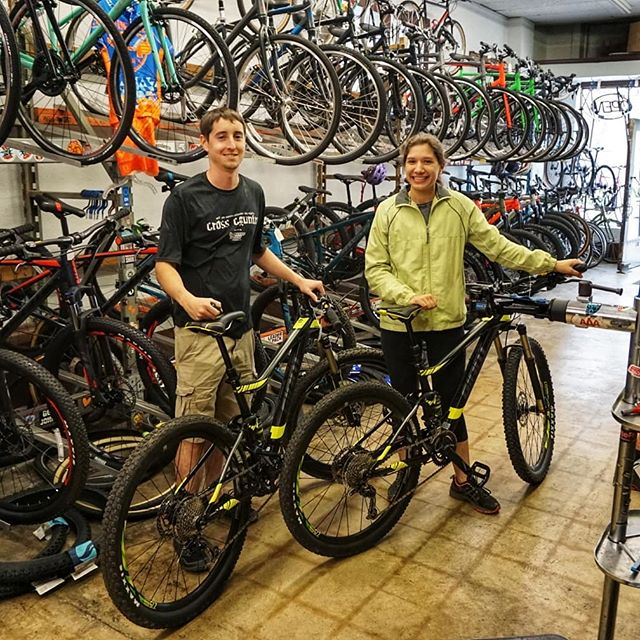 Congrats to the new owners of these two matching Giant Stance trail bikes! Hope y'all crush it at the MTB skills park in Seguin! . . . . . . . #bikes #cycling #cyclinglife #mtb #fullsuspension #cyclingshots #smtxperience #sanmarcos #giantbikes #giantstance