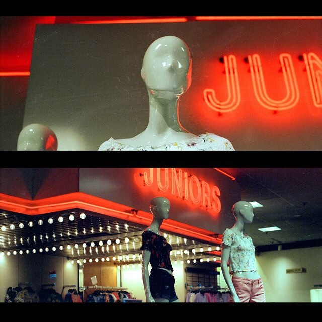 Juniors. ⠀⠀⠀⠀⠀⠀⠀⠀⠀ ⠀⠀⠀⠀⠀⠀⠀⠀⠀ #kodak #5219 #filmisnotdead #lekkerzine #lensculture #moodygrams #dreamermagazine #myfeatureshot #somewheremagazine #visualsoflife #subjectivelyobjective #filmphotographic #noicemag #dazedandexposed #minimalzine #35mm #lighting #ig_onstandby