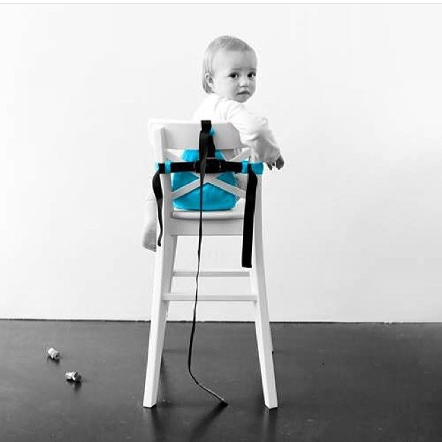 Our mini chair is still 30% off on our website for $31.46!! This portable chair comes in 4 amazing colours!! Orange, grey, black, turquoise! 🐵✨#minimonkey #minimonkeychair #sale