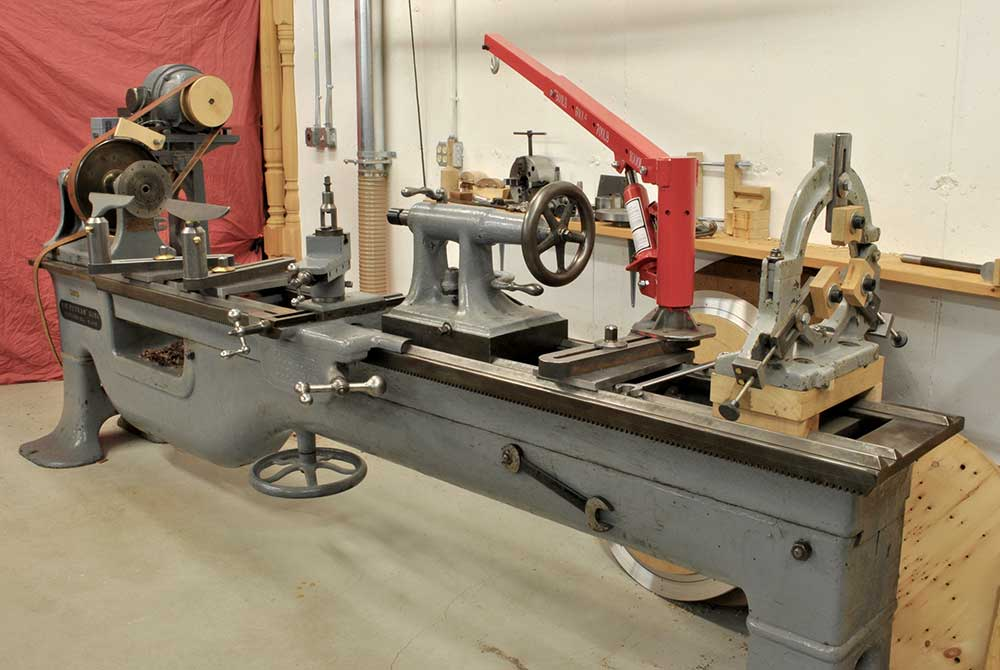 Putnam pattern maker's extension-bed lathe