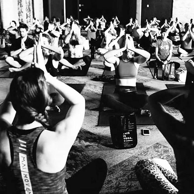 Happy Saturday! What are your plans for the weekend and how are you staying active? . This class was SO fun to assist while @layne_averill from @the_gemlife taught for @wanderlustfest Warm up class! . . . #summer #Saturday #saturdayworkout #yoga #yogi #yogagirl #yogapants #maimovement