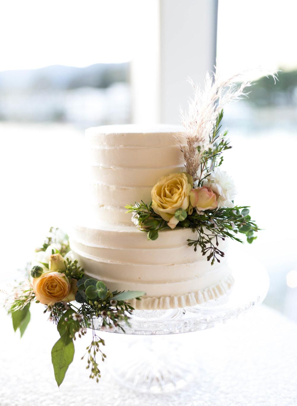 Sweetheart Cake with Wild Northern California Bohemian Wedding | Cake Bloom, Sonoma, California | FarmGirl Flowers | Jillian Gorman Photography