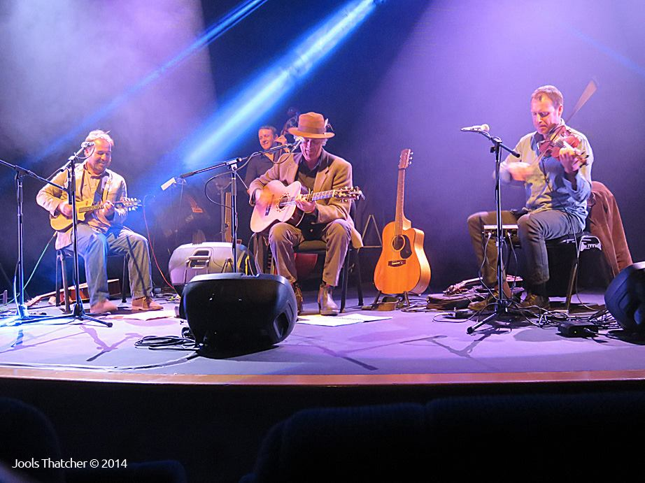 Shane-Howard-and-Band-Colac-2014.jpg