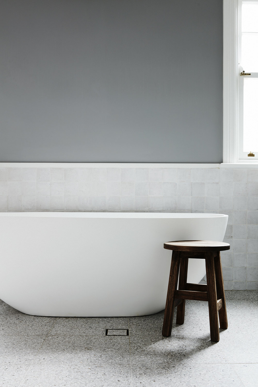 Stand alone bath