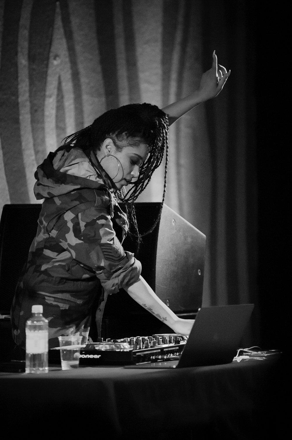 portland-music-photographer-dave-franz-sophia-eris-doug-fir-3.jpg