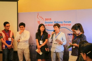 Salween fellow having a debate with Mekong and Red fellows