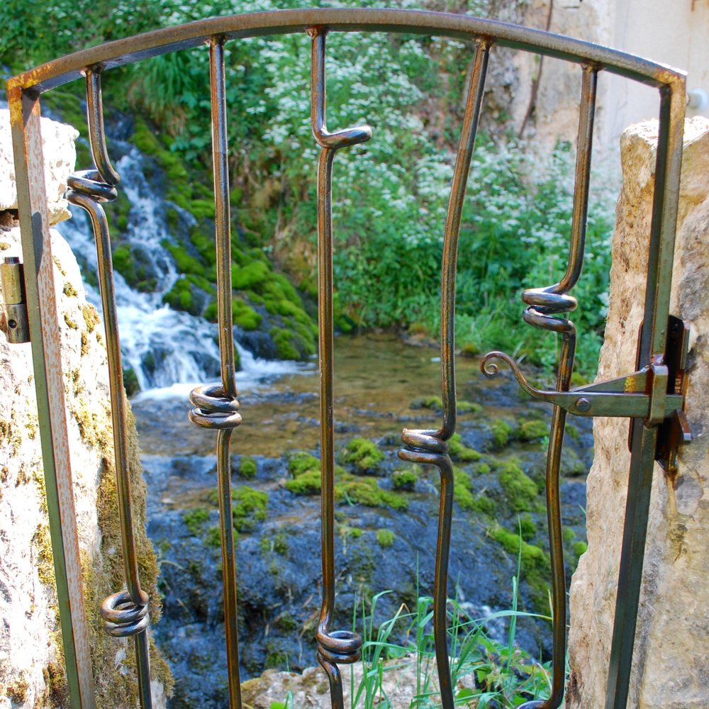 'Loop' Contemporary Single Gate with latch