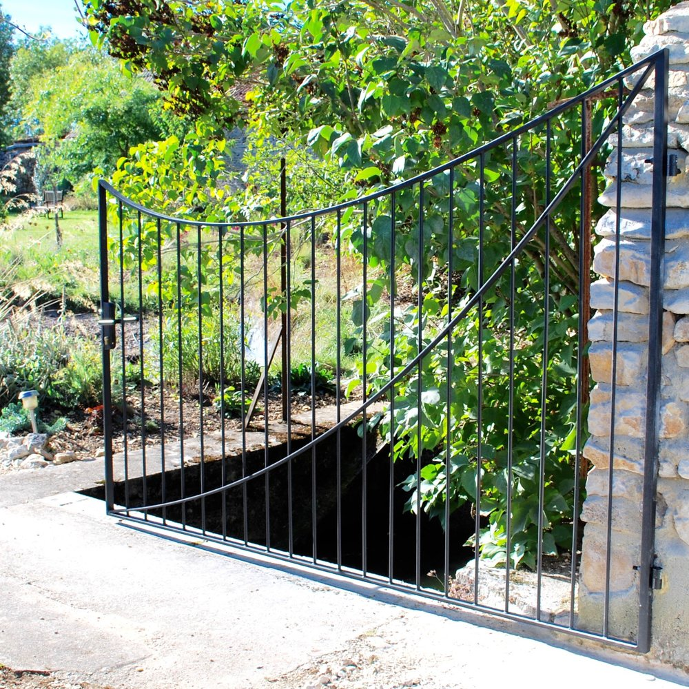 Swooping Metal Gate