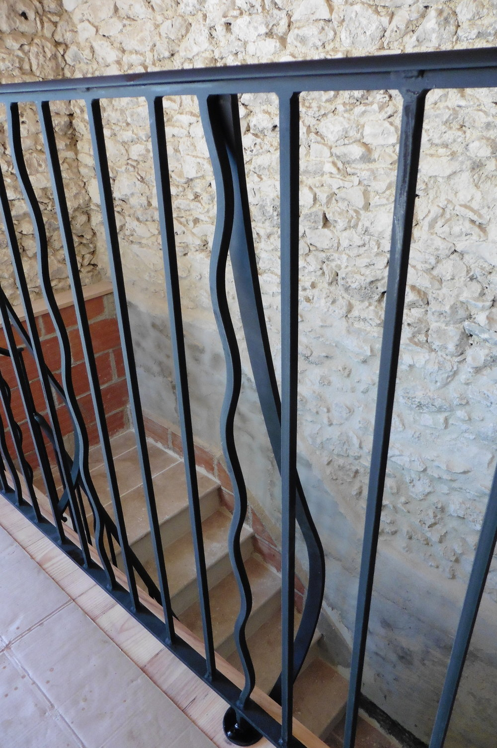Curved struts on the outside to add extra strength along the length of the handrail.