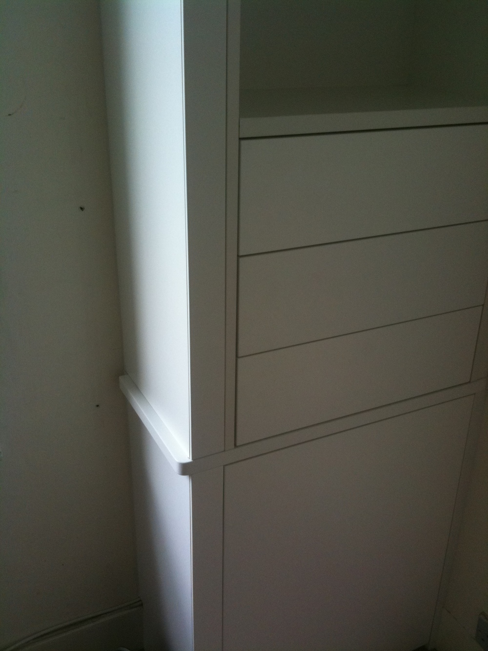 Discreet set of drawers