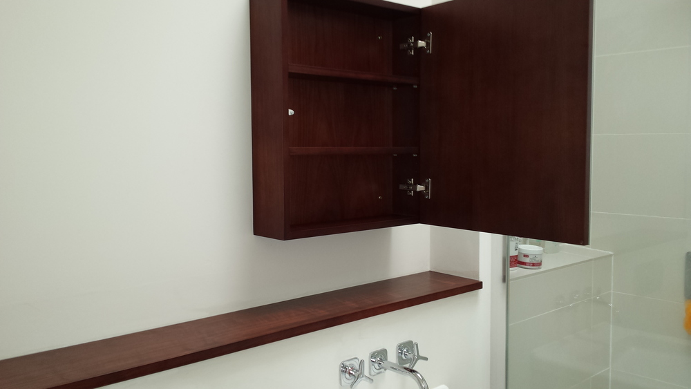 Wall cabinet interior