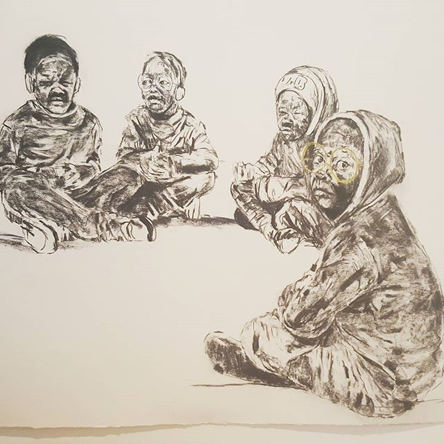 I spent two hours watching the work of the artist @nelsonmakamo . a trip in my childhood, where we were just children playing in the courts. where I developed my imagination by inventing games of all kinds. where I began to create my artistic universe. where the neighbor's child was my brother, my sister. where I ended up dining at their home, without fear or caprice. where religion served only to bless the food we shared. where if one of us was injured then we were all. where the only child I am, never felt alone, isolated, learned sharing, banishing selfishness. Those moments, when my mother screamed my name away to go home was synonymous with sadness because I had to separate from my brothers. Thank you for this trip through the perfumes of the past, our bursts of innocent laughter through the neighborhood and to have referred me to these moments of pure happiness ... your work is as brilliant as you are! . . . . . #Art